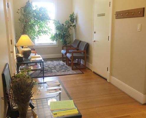 Bilingual Psychologist and Psychoanalyst Dr. Lempert Waiting Room